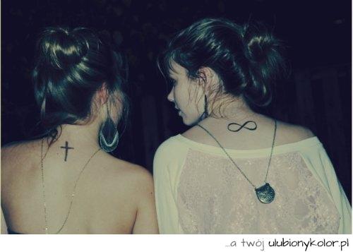 Obrazek Czarne Tatuaże Krzyż Małe Stylowe Na Karku